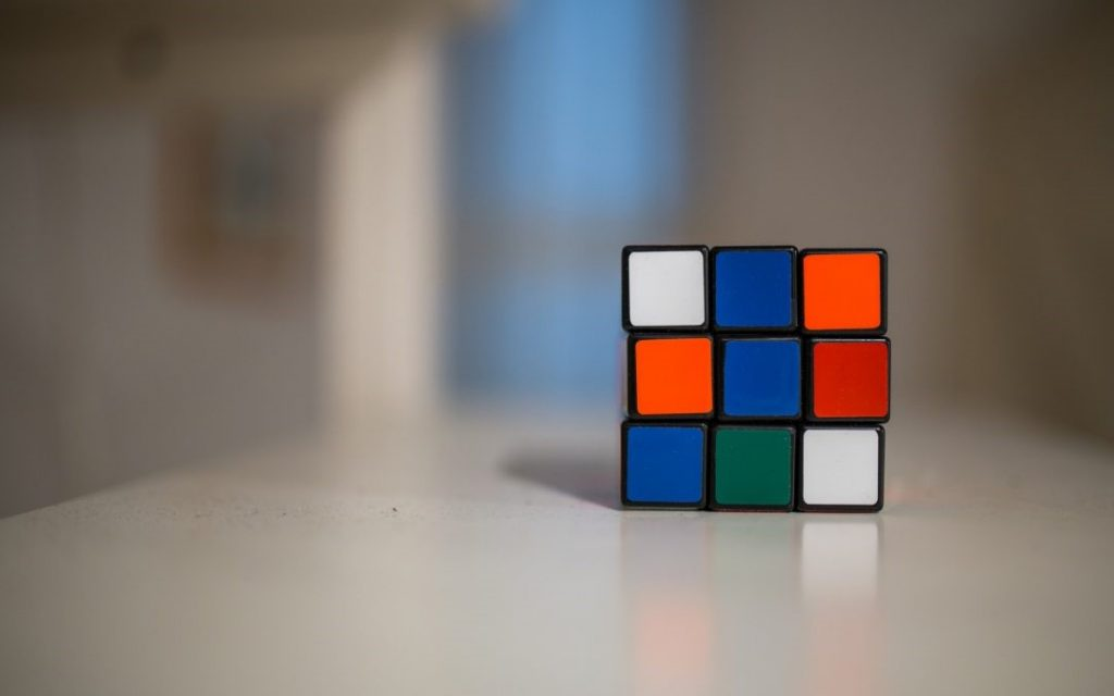 Anuncio de cubo de rubik, advertainment.
